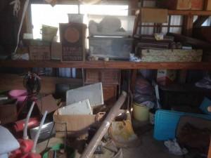 物置に残された遺品の整理 (2)