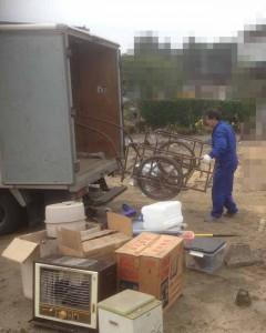 物置に残された遺品の整理 (3)